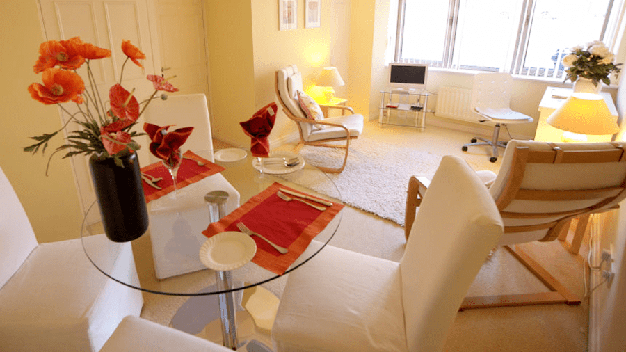 Dining area at 7 Bannister Close in Oxford self catering apartment in central Oxford